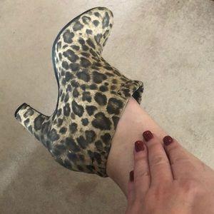 Leopard bootie shoes 🐆
